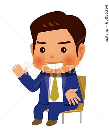 椅子に座って話す男性 66895294