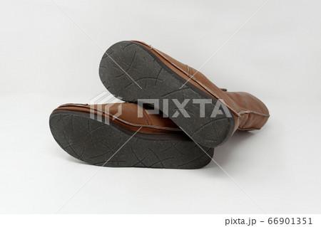 靴底に繊維製の滑り止めを施したブーツ 66901351