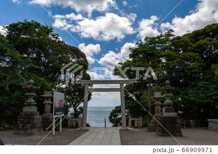 大洗磯前神社境内の鳥居越しに見る景色 66909971