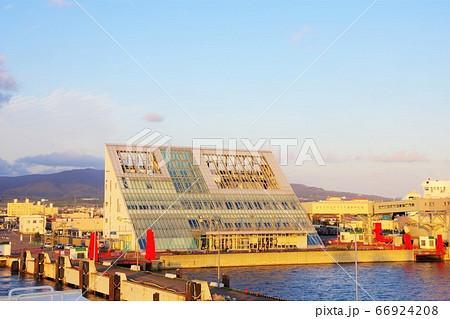 北海道 津軽海峡フェリーの函館ターミナル 66924208