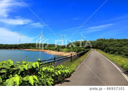 仁賀保高原 長谷地溜池とサイクリングロード 66937101