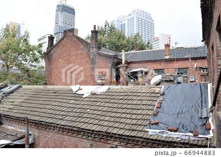 大連100年建築2階から中庭(中国) 66944883