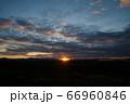日の出の瞬間 66960846