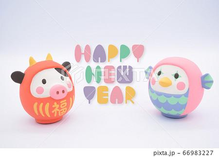 2021年 丑年の年賀状 アマビエだるまとうしだるまの粘土人形 66983227