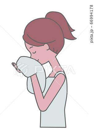 タオルで顔を拭く女性の横顔のイラスト 66994178