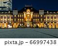足元から見た東京駅方面の景色 66997438
