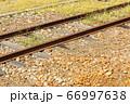 田舎の線路と雑草 66997638