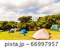 長期休暇中のたくさんのテント 66997957
