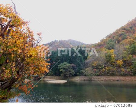 秋の風景 67012698