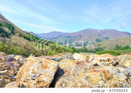 5月5日午前9時頃福島県南会津大内宿の上にある大内ダムからみたの風景 67040034