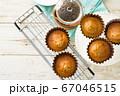 焼き立てカップケーキでティータイム 67046515