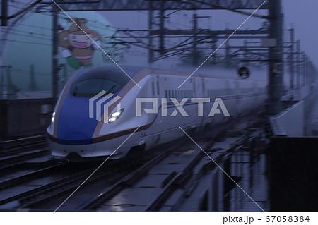 雨を切り裂いて走り去る新幹線_2020/6/13撮影 67058384