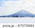 雪の羊蹄山 倶知安町から見た山容 67070984