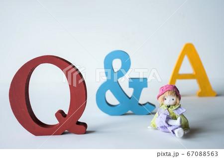 Q&A アルファベットとメルヘン人形 67088563