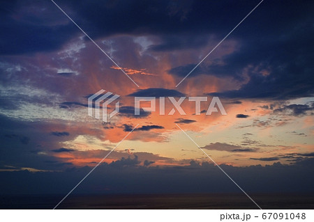 知床半島ウトロからのオホーツク海と夕焼け 67091048