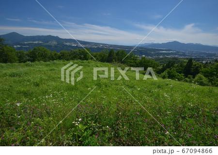 利根沼田望郷ラインから見る赤城山の裾野と子持山、榛名山方面 67094866