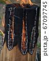 焚き火の炎 67097745