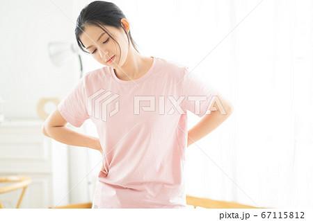 Woman, sickness 67115812