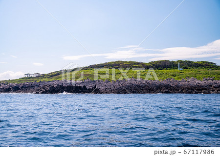 (福井県)東尋坊・遊覧船から見る、雄島 67117986