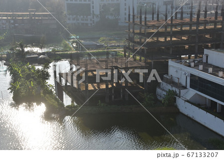 バングラデシュのコックスバザール ビーチ沿いのリゾートホテルと建設中の別のホテル 67133207