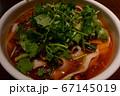 麻辣刀削麺 パクチートッピング 中央 アップ 67145019
