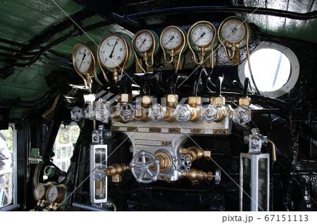 【展示車両】蒸気機関車「デゴイチ」の計器類 67151113