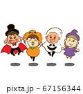 ハロウィンの仮装をしてジャンプする子供たち① 67156344
