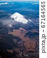 空撮 自衛隊富士演習場と冠雪の富士山 背景に御坂山地と南アルプス 冬 縦位置 67164565