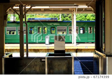柘植駅改札から見える列車 67174399