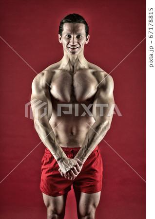Muscular bodybuilder guy in gymの写真素材 [40893410] - PIXTA