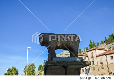 サラマンカ ローマ橋のたもとのイノシシのモニュメント(スペイン・サラマンカ) 67186726