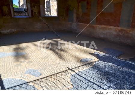 ローマ劇場のモザイク床(スペイン・メリダ) 67186743