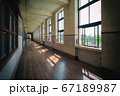 古い学校の廊下(滋賀県・豊郷小学校旧校舎) 67189987