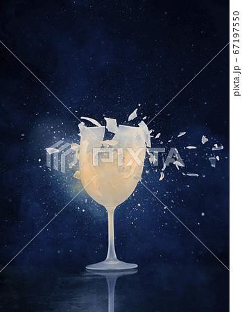ドリンクの入ったグラスが粉々に割れる瞬間 67197550