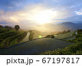 佐賀県有田町岳の棚田の朝の風景 67197817