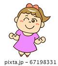 笑顔でジャンプする女の子① 67198331