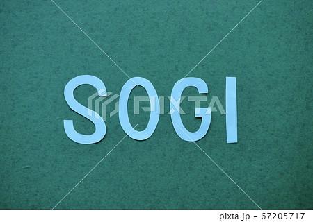 水色の画用紙の文字:SOGI(ソジ・ソギ) 67205717
