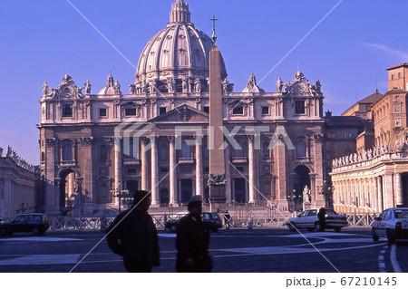 ヴァチカン市国のサン・ピエトロ寺院 67210145