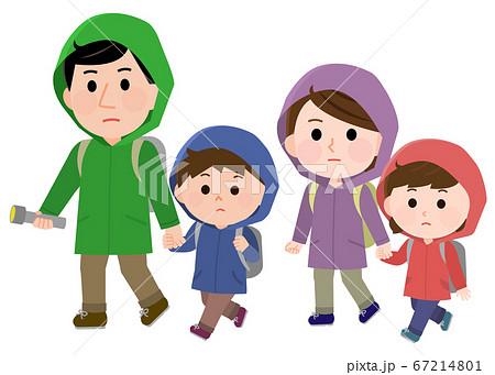 水害で避難する家族 イラスト 67214801