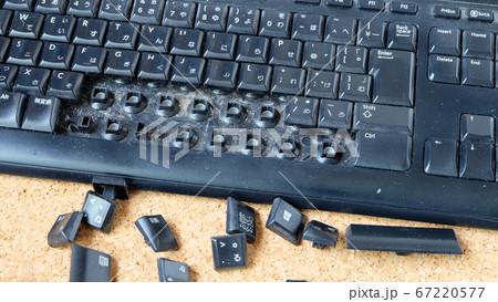 キーボードのキーを外して掃除をする/若しくは解体する 67220577