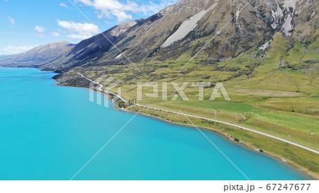 ニュージーランドの絶景 切り立った山と湖 67247677