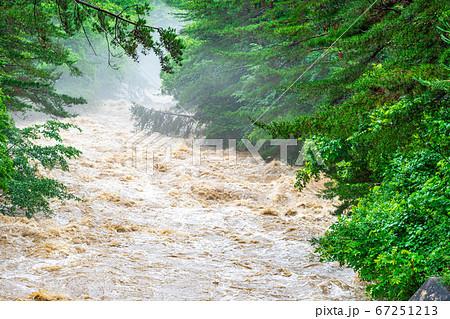 濁流 大雨の後の川 【長野県】 67251213