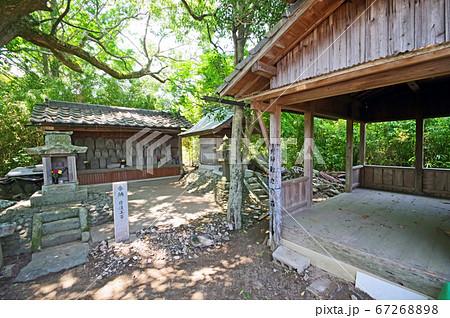 堀川用水沿いにある市指定史跡の歎きの森 67268898