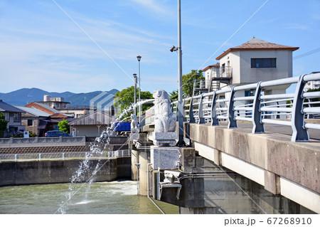 田川市の珍スポット彦山川の水を吐く狛犬 67268910