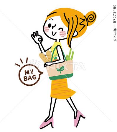 マイバッグで買い物する女性 67275466