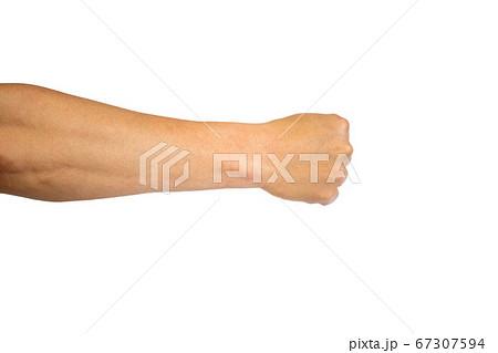 中年男性の手のポーズ 握りこぶし 67307594