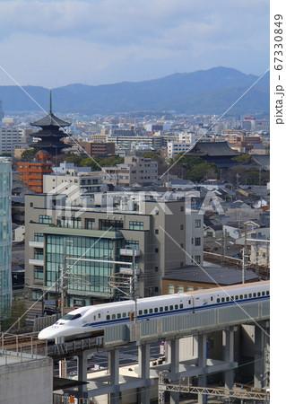 京都・五重塔と、新幹線700系・ラストラン特別装飾 67330849