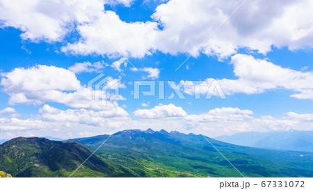 初夏の蓼科山登山:女乃神茶屋(蓼科山登山口)コースの風景 67331072