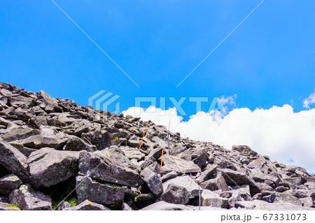 初夏の蓼科山登山:山頂直下の風景 67331073
