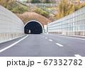 圏央道 高速道路のトンネル入口(神奈川県) 67332782